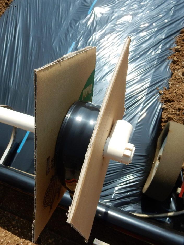 平畝成型機マルチャーに潅水チューブをダブルで同時敷設 その2